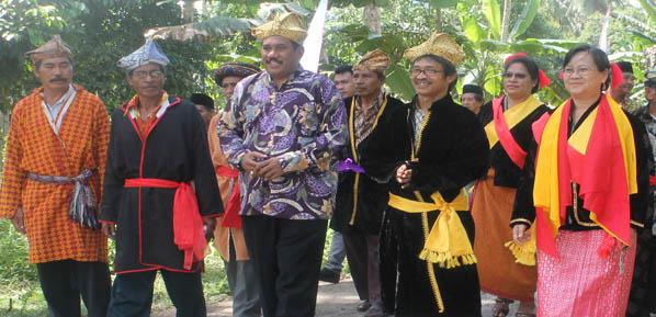 Sekjen AMAN & Wakil Ketua Komnas HAM Berdialog Dengan Suku Sahu