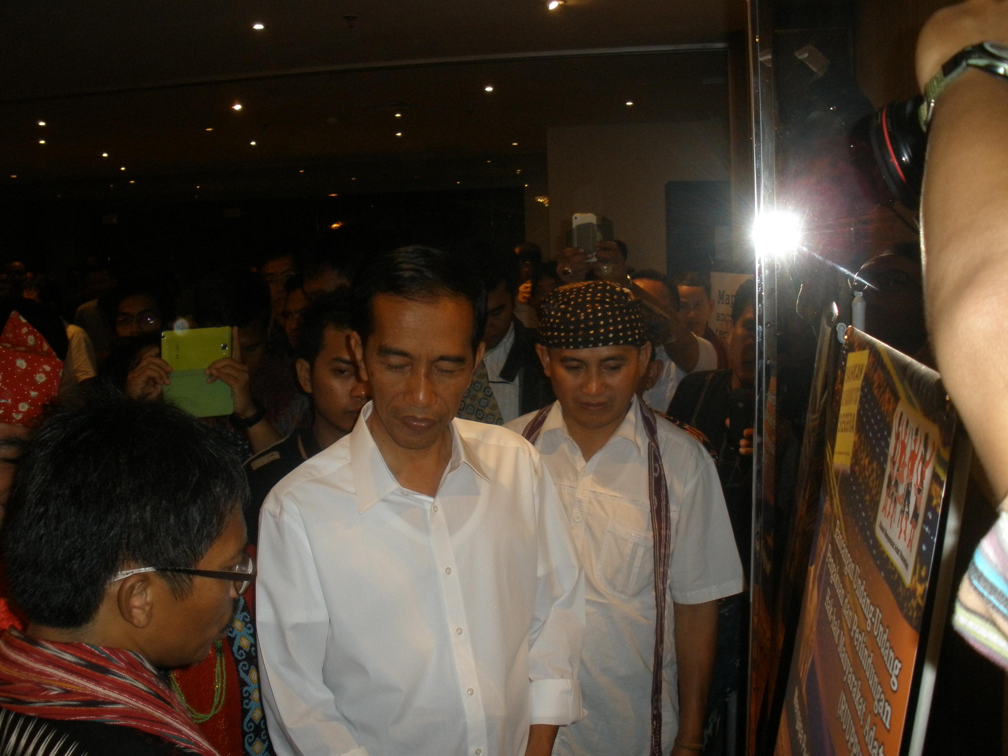 Jokowi Bertemu Pengurus Besar Aliansi Masyarakat Adat Nusantara