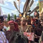 Sekjen AMAN & Ketua DAMANAS Disambut Secara Adat Papua