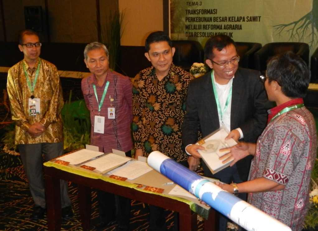 8,28 Juta Hektar Peta Wilayah Adat Secara Resmi Diserahkan Kepada Pemerintah