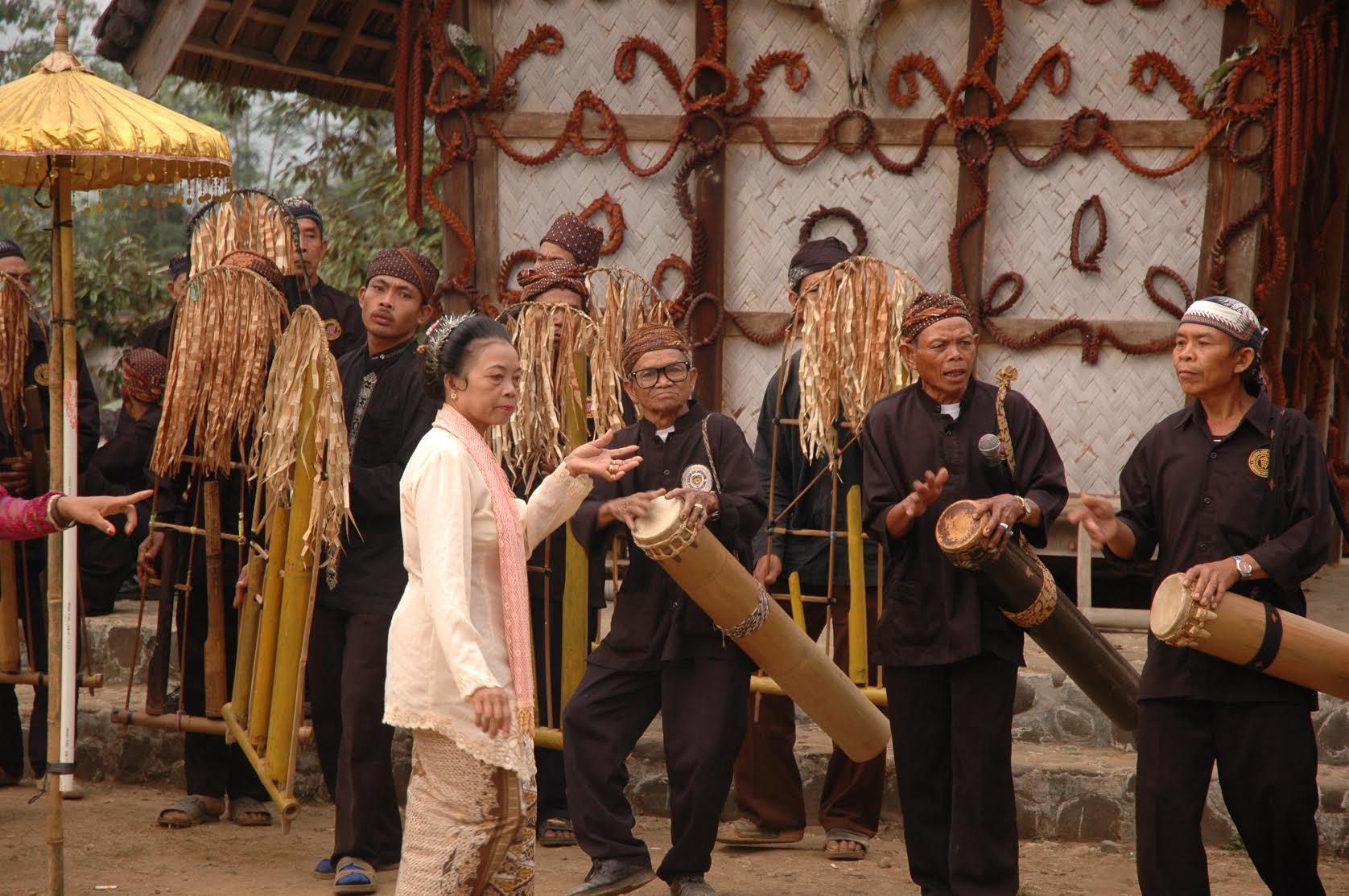 Kesenian Tradisional Meriahkan Ritual Seren Taun Cisungsang Banten 2018