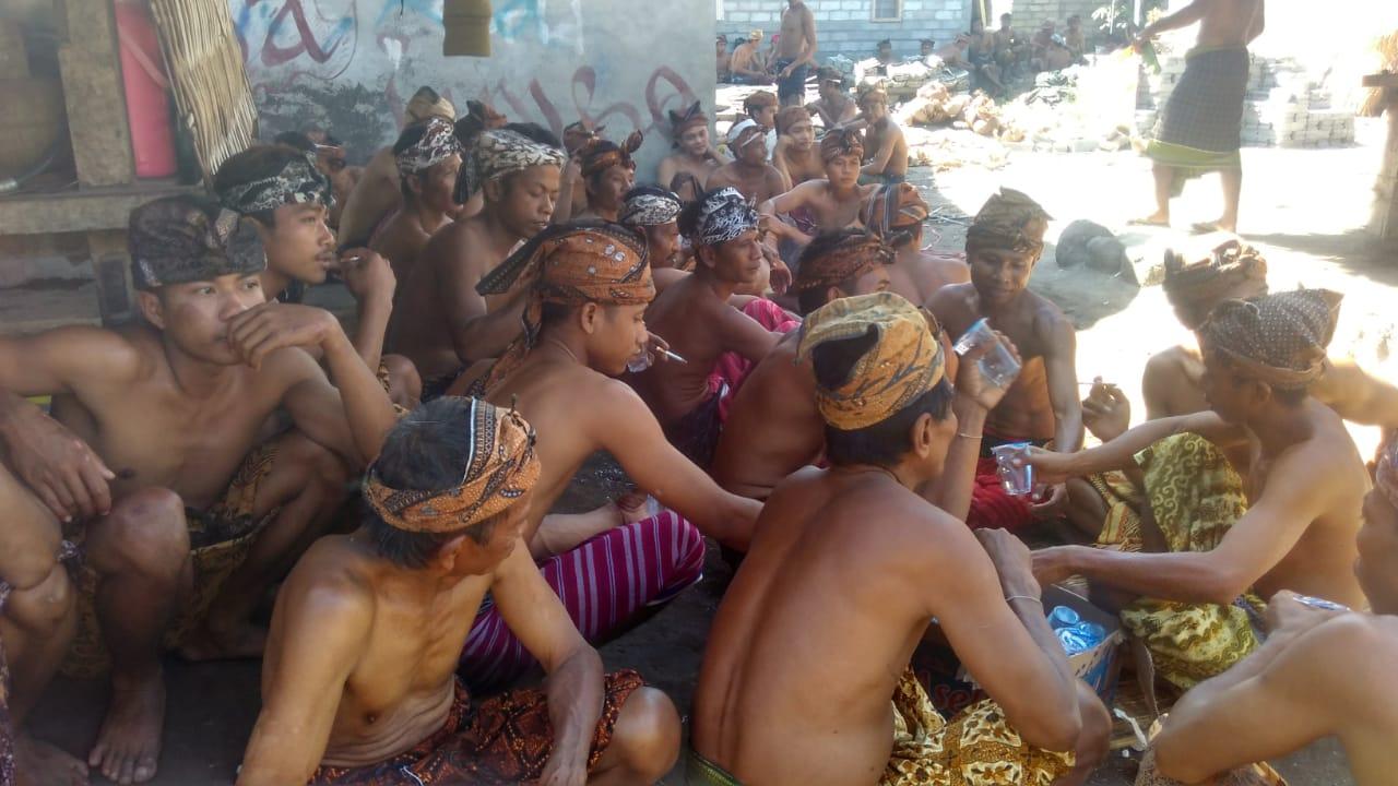 Komunitas Adat Sukadana Selenggarakan Ritual Adat Selamatan Masjid Kuno Bayan