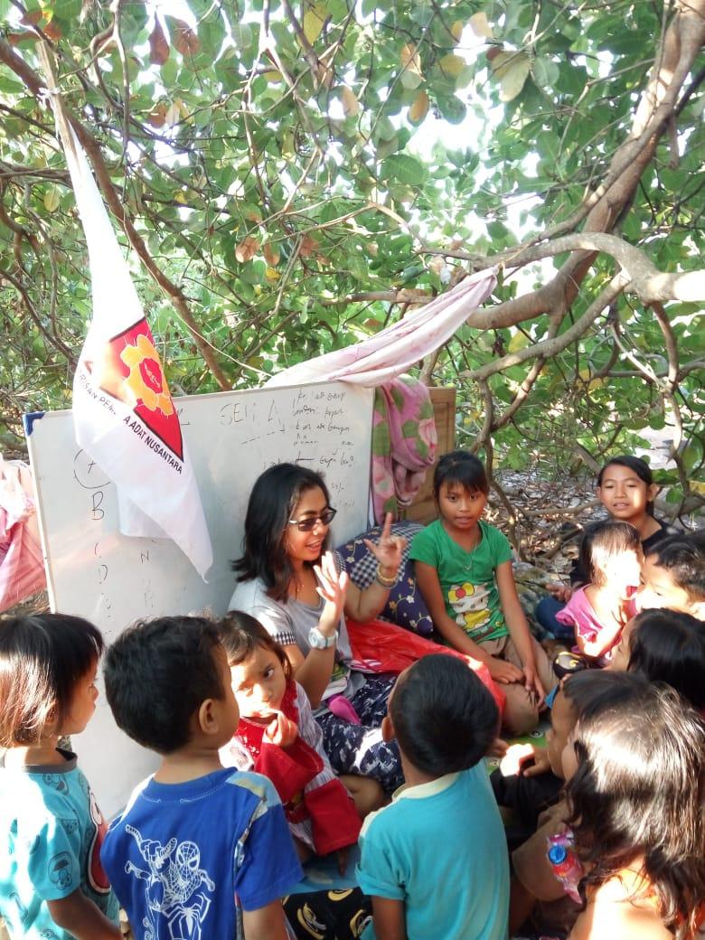BPAN NTB Ajak Anak-Anak Pengungsi Bermain dan Belajar