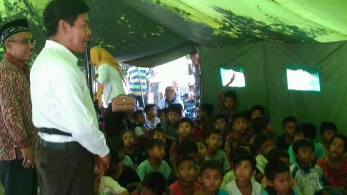 Forum Pemuda Sukadana Dirikan Sekolah Darurat di Lokasi Pengungsian Desa Sukadana Lombok Utara