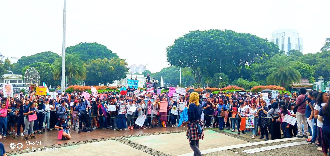 Berita Foto:                  Women's March Jakarta, Mendukung AMAN Menuntut Pengesahaan RUU Masyarakat Adat