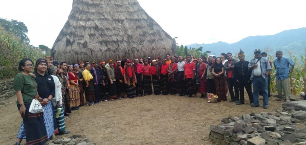HKMAN dan 21 Tahun AMAN Dihelat di Desa Adat Saga