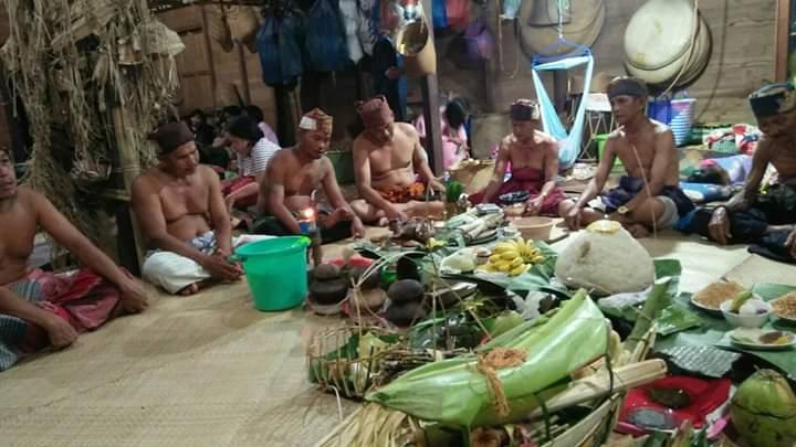 Tetua Adat Dayak Meratus Laksanakan Ritual Tolak Bala dan Tutup Kampung Untuk Cegah COVID-19