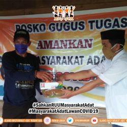 Gugus Tugas AMANkanCOVID19 Sidrap Bagi-bagi Masker untuk Cegah COVID-19