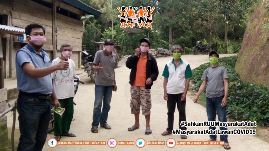 Gugus Tugas AMANkanCOVID19 Daerah Mamasa Bagi-bagi Masker