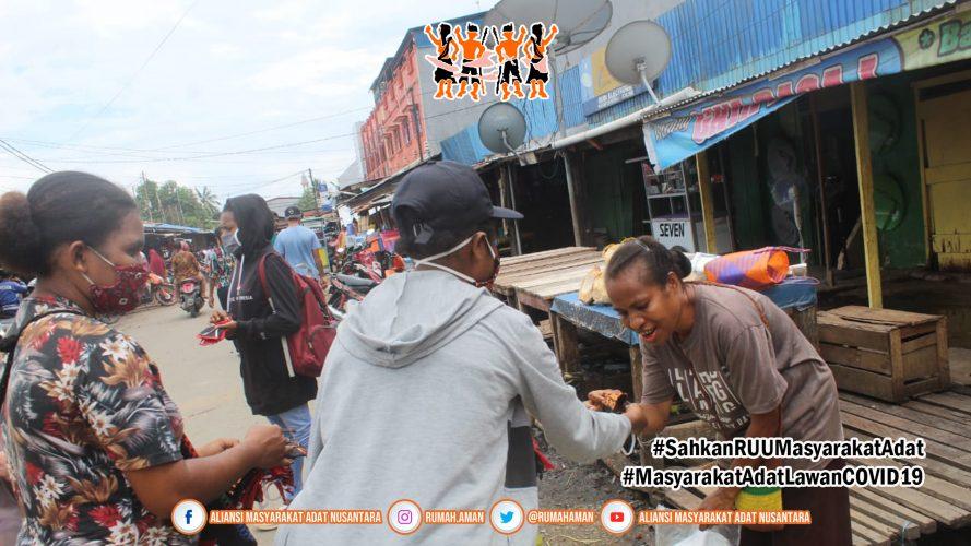 Gugus Tugas AMANkanCOVID19 Daerah Sorong Raya Bagi-bagi Masker