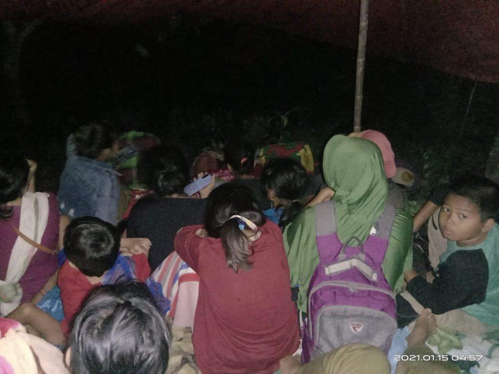 Perempuan & Anak-anak berada di tenda pengungsian di Komunitas Adat Ulumanda